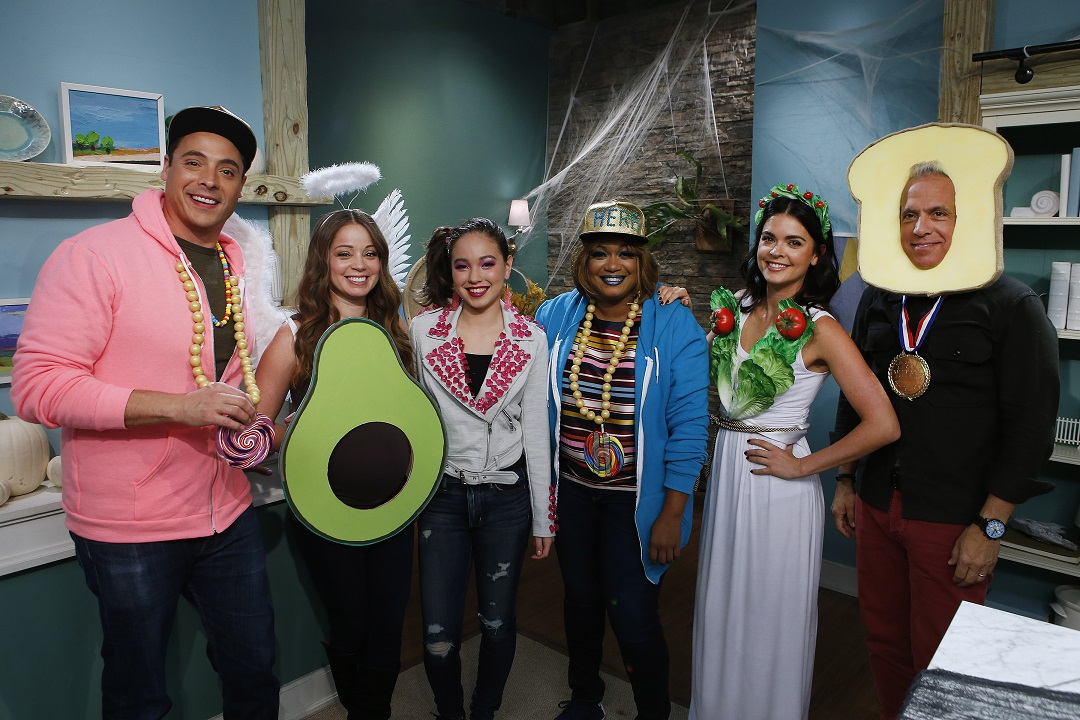 Hosts Jeff Mauro, Marcela Valladolid, Sunny Anderson, Katie Lee and Geoffrey Zakarian pose with guest Amber Kelley as seen on Food Network's The Kitchen, Season 11.